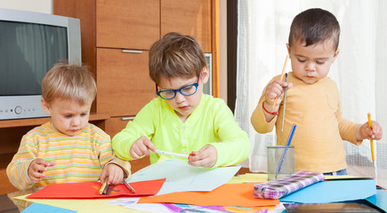 children at  table with crayons