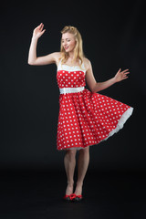 Frau im Rockabilly Kleid