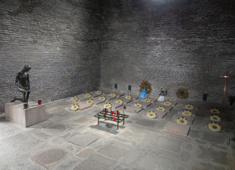 Ehrenhalle Soldatenfriedhof Costermano Italien Garda See
