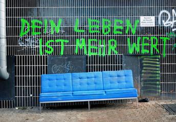 Sperrmüll Armut Deutschland Graffiti