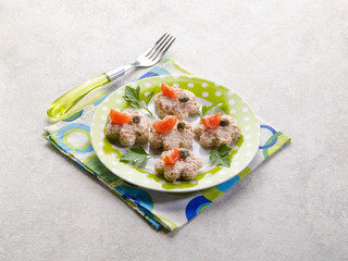 canapè with patè tomato and capers