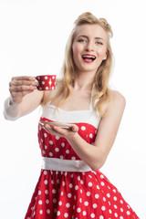 Rockabilly Frau trinkt Kaffee
