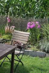 Sitzplatz im Garten am Maisfeld
