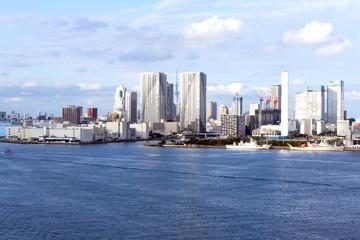東京湾岸エリア 晴海方面高層タワーマンション群と東京スカイツリーそして2020年東京オリンピック選手村(予定地)を望む