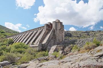 Presa rota del Embalse de Vega de Tera, Ribadelago, Zamora.