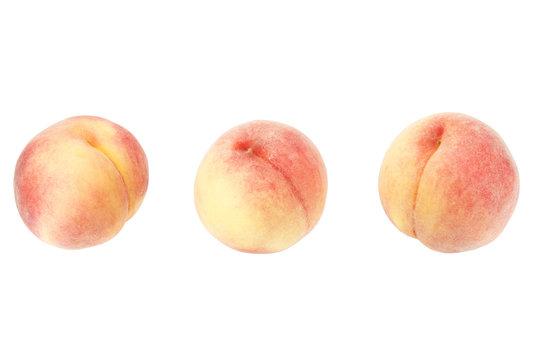 白バックの3個の桃