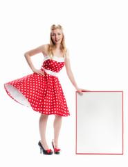 Blonde Frau mit Plakat