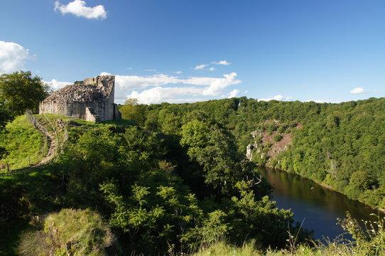 Château de Crozant face aux gorges de la Creuse
