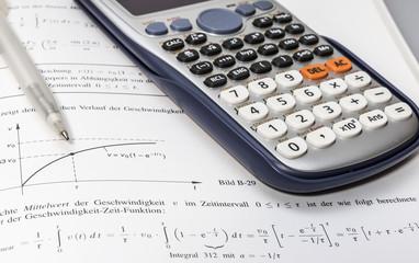 Mathebuch und Taschenrechner 00054