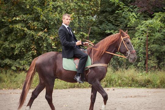 groom on horse