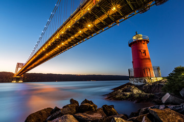 Fototapete - George Washington Bridge and the Little Red Lighthouse