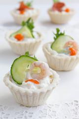 Salt tartlets with shrimps