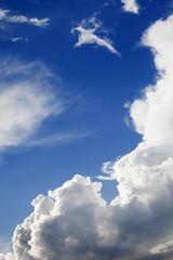 nuages et ciel bleu