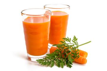 Zwei Gläser Karottensaft