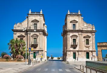 La pose en embrasure Palerme Porta Felice one of main gate of Palermo city, Sicily.