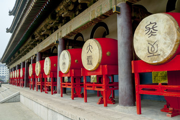 Deurstickers Xian Drums in the Bell Tower in Xian