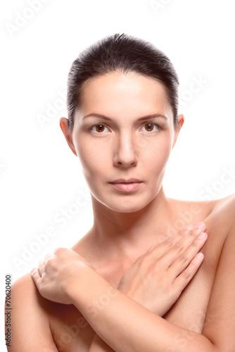 Hübsche nackte Frau verdeckte ihre Brust Stockfotos und