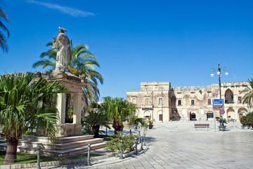Cavallino (Lecce), piazza Sigismondo Castromediano