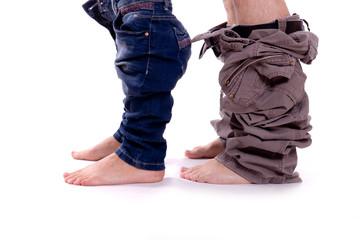 Füße mit runter gezogenen Hosen
