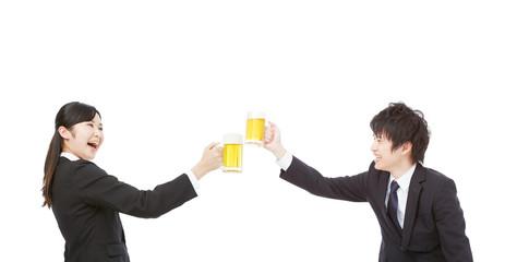 乾杯するビジネスウーマンとビジネスマン