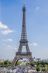 Complete view Eiffel Tower