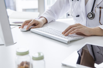 Women doctors are using a personal computer