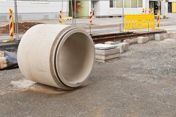 Kanalbauarbeiten - Ein grosses Abwasserrohr aus Beton