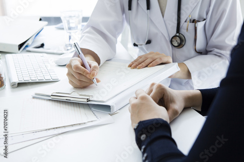woman doctor that examination fotolia com の ストック写真と