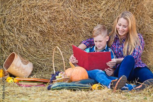 Мама и сын на сеновале