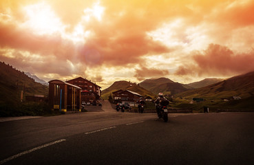Fototapete - Group of bikers in mountain