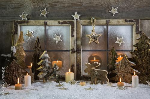Deko Zu Weihnachten.Dekoration Weihnachten Fenster Mit Kerzen Schnee Und Holz