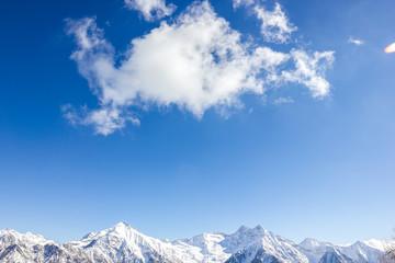 Wall Mural - Nuvola e paesaggio di montagna