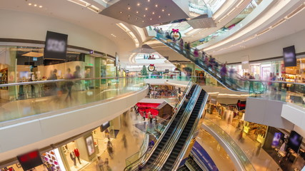 descriptive essay about a shopping mall