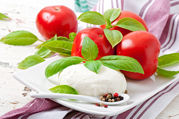 Mozzarella, tomatoes and fresh basil leaves