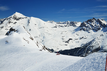 Winter Pyrenees with downhills
