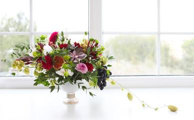 Cadres-photo bureau Dahlia Unusual wedding composition with succulent flowers, grape, fig a
