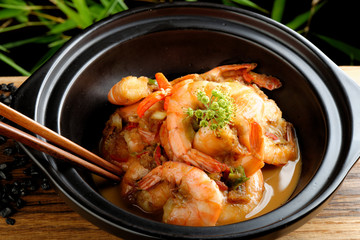Shrimps in Singapore style spicy sauce