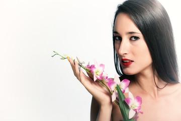 Ritratto di ragazza con orchidea