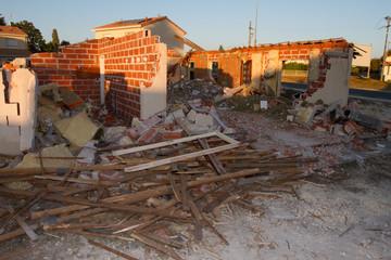 une maison ancienne en démolition pour nouvelle construction