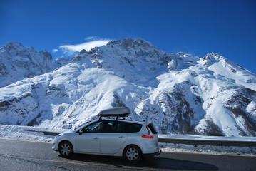 En route pour le ski Wall mural