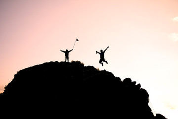 Wall Mural - dağcıların zirve mutluluğu