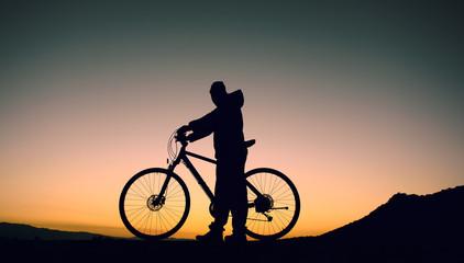 gündoğumunda bisikletle sağlıklı kalmak