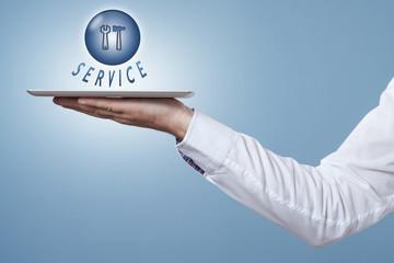 Hand hält Tablet darüber ein Symbol Service