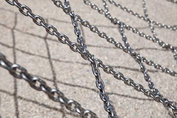 Crossed metal chain