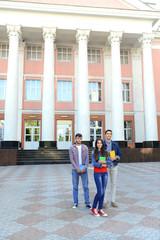 Staande foto Centraal-Amerika Landen Students near university