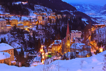 Fototapete - Mountains ski resort Bad Gastein Austria