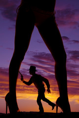 Fototapete - silhouette cowboy run gun woman legs