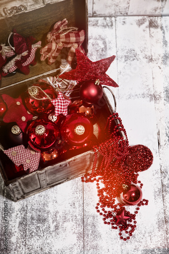 Weihnachtsdeko Rot In Holzkiste Stock Photo And Royalty Free Images
