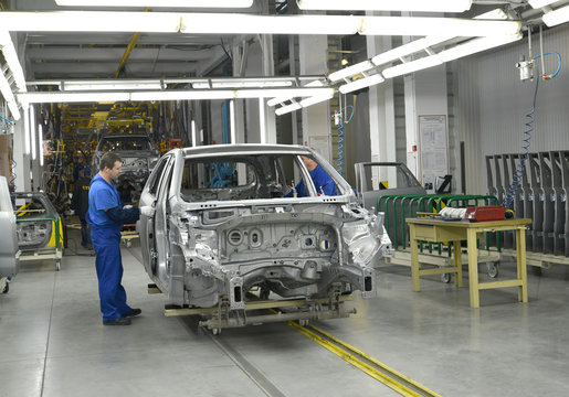 Work on the conveyor line of automobile plant