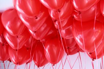 rote Herzballons